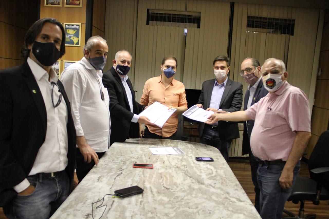 Centrais Sindicais entregam documento com demandas para o Governo