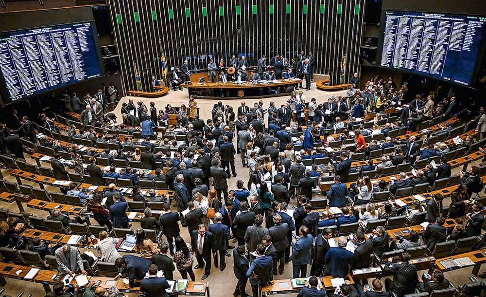 Após recuo do governo, Câmara aprova Fundeb com mais recursos da União