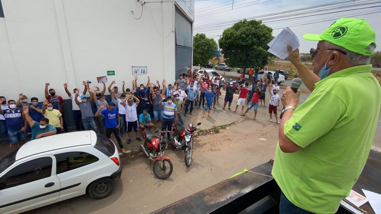Trabalhadores da construção pesada entram em greve na cidade de Catalão, em Goiás