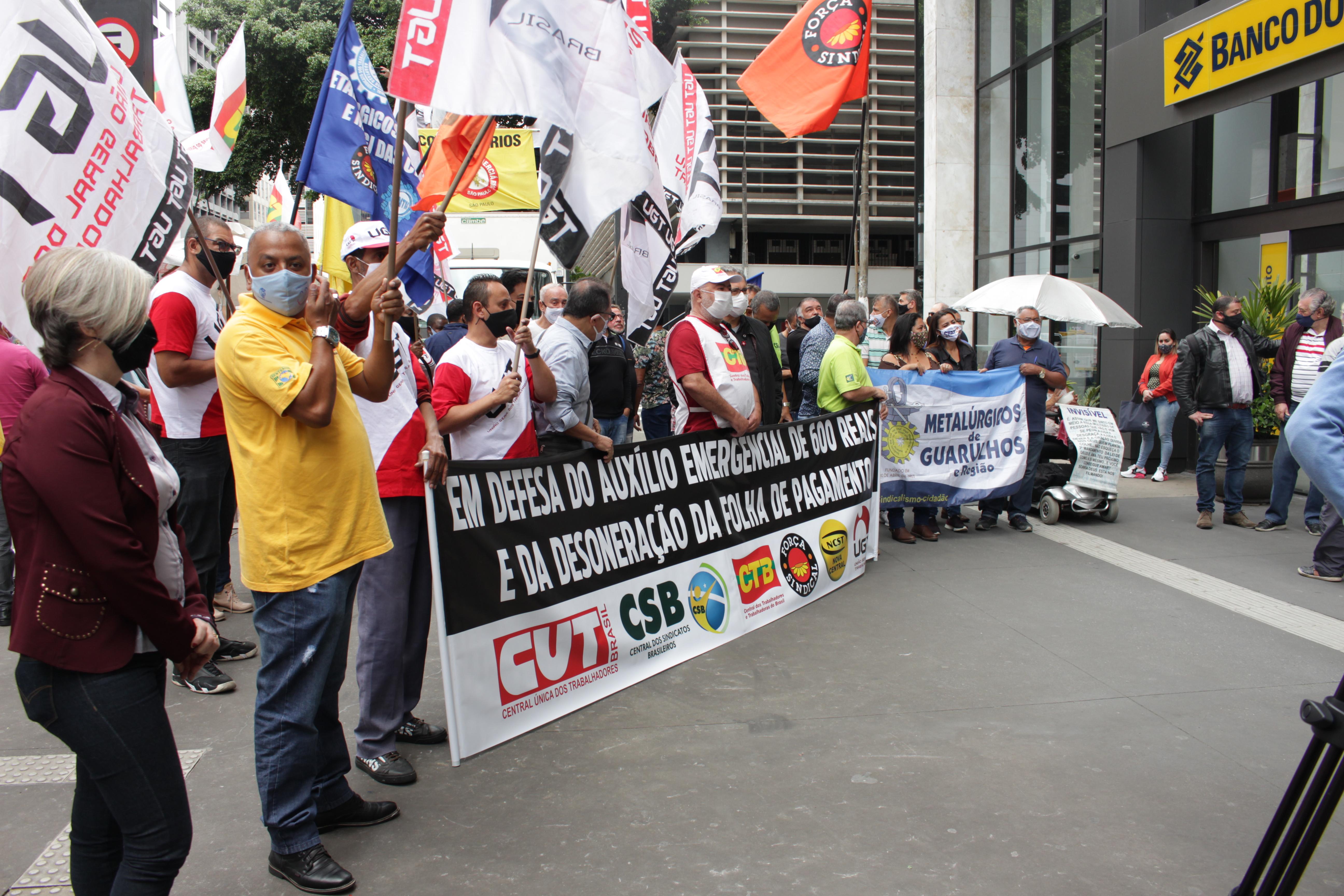 Centrais sindicais fazem ato em defesa do valor integral do Auxílio Emergencial