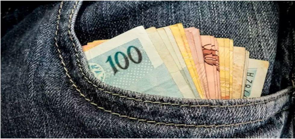 Reajuste do salário mínimo anunciado pelo governo para 2021 não cobre inflação