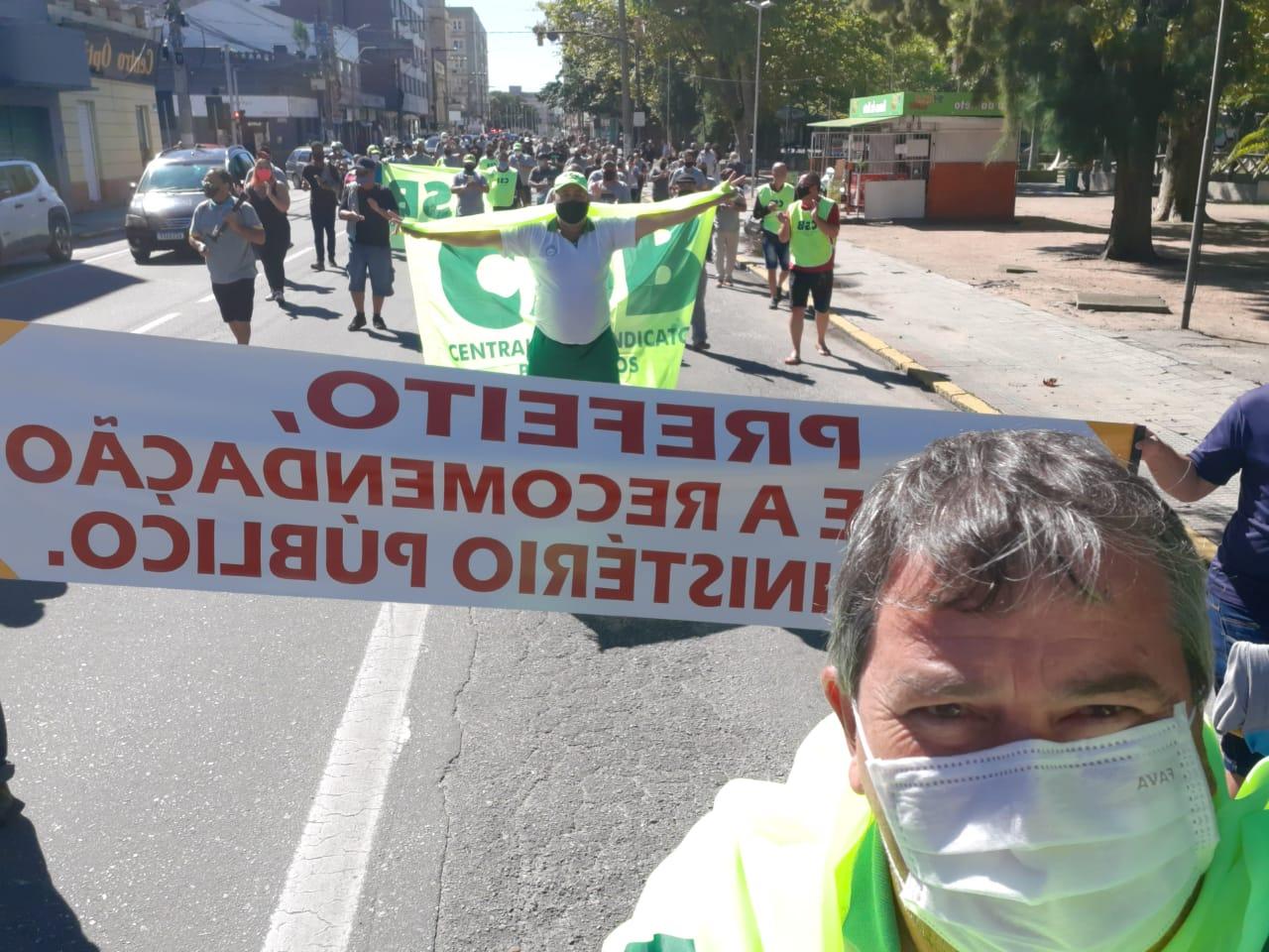 Rodoviários vão as ruas de Rio Grande e reivindicam melhores salários