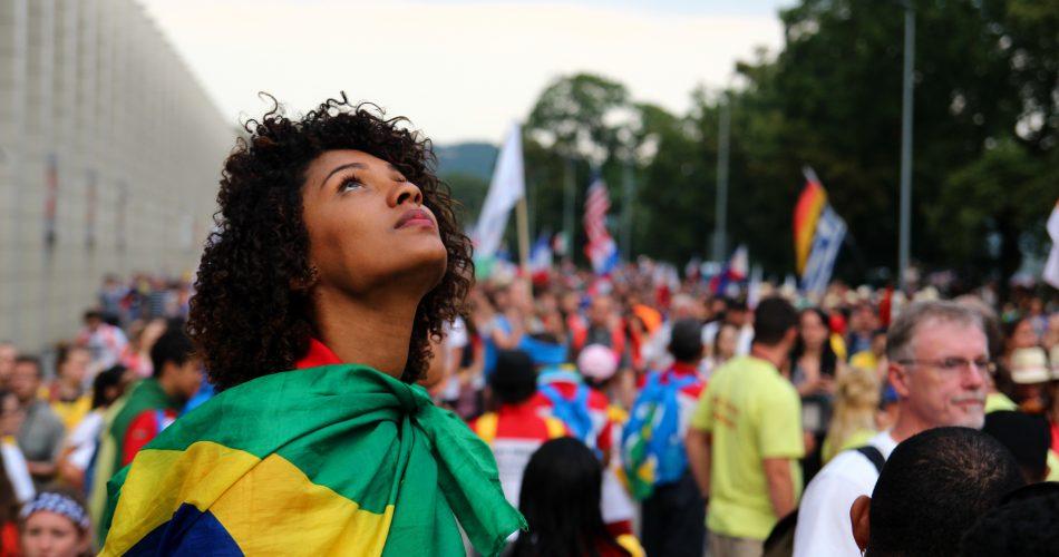 Brasil envelhece sem aproveitar força de jovens para enriquecer, diz estudo