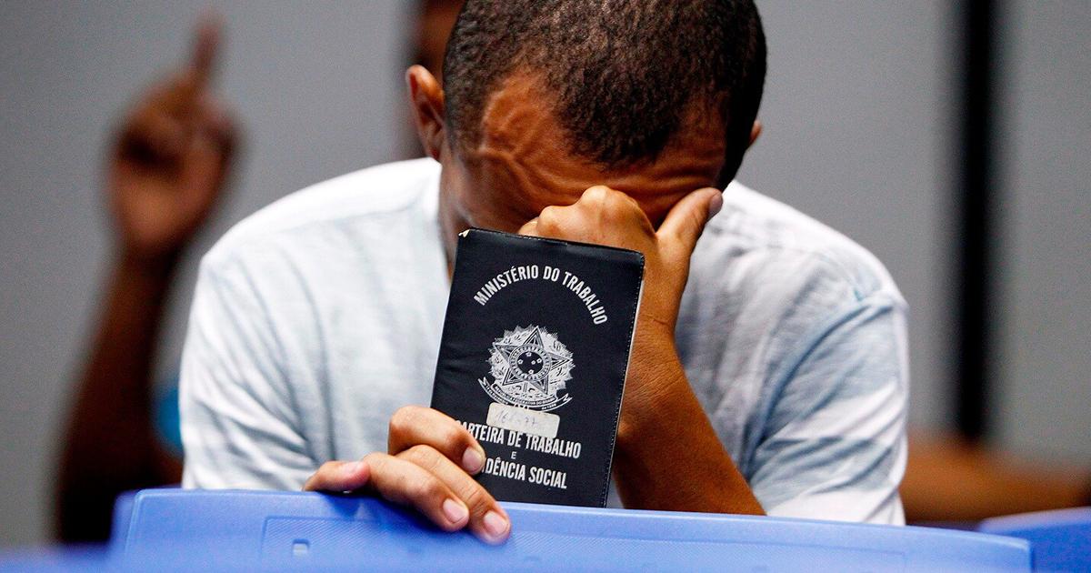 Em um ano de pandemia, 377 brasileiros perderam o emprego por hora
