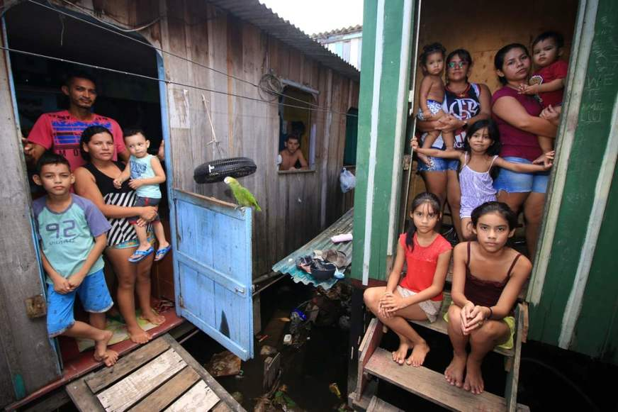 Endividamento de famílias bate recorde e deve piorar crise no Brasil