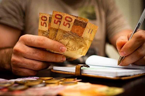 Renda média atinge menor nível em quase 10 anos nas metrópoles do Brasil